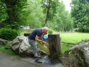 Johannes Spiegel-Schmidt - Trinkpause in Lourdes