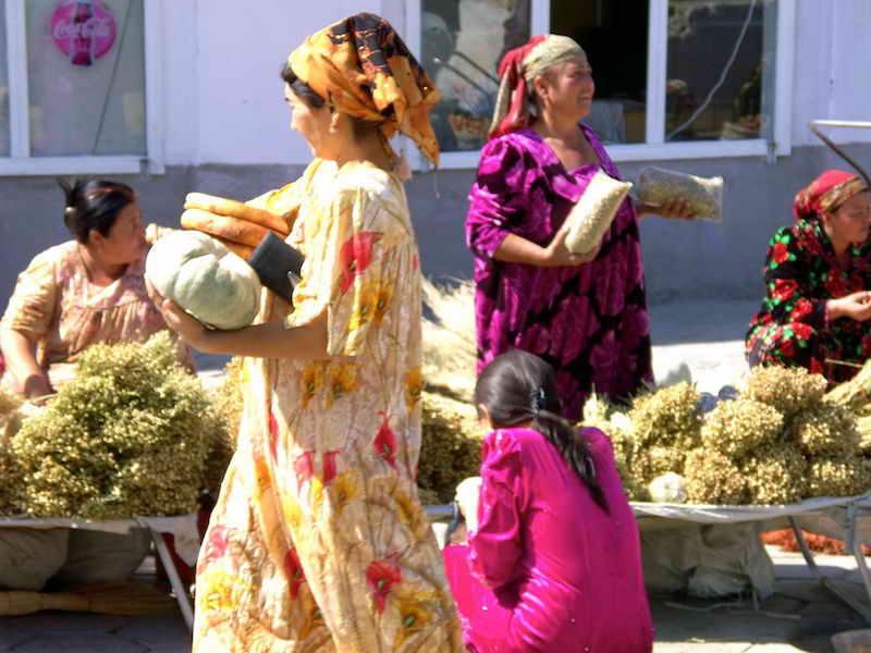 Samarkand - Heiß begehrt: Heilkraut aus der Wüste... Foto: ©Cornelia Srössner