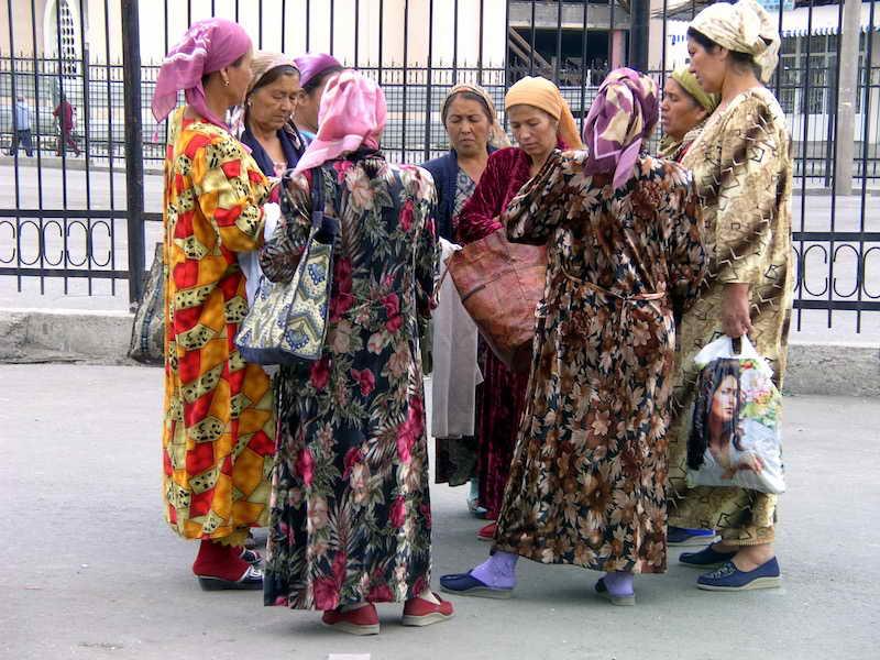 Taschkent: Textilverkauf auf dem Chorsu-Bazar... Foto: ©Cornelia Strössner