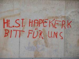 Graffiti auf dem spanischer Jakobsweg: Sant-Iago - ade, St. Kerk - olé