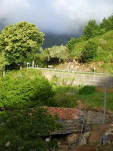 Grüne, zerklüftete Berglandschaft Asturiens
