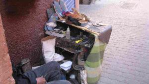 Marrakesch/Marokko: 50 Jahre mobile Schuhreparatur auf der Strasse